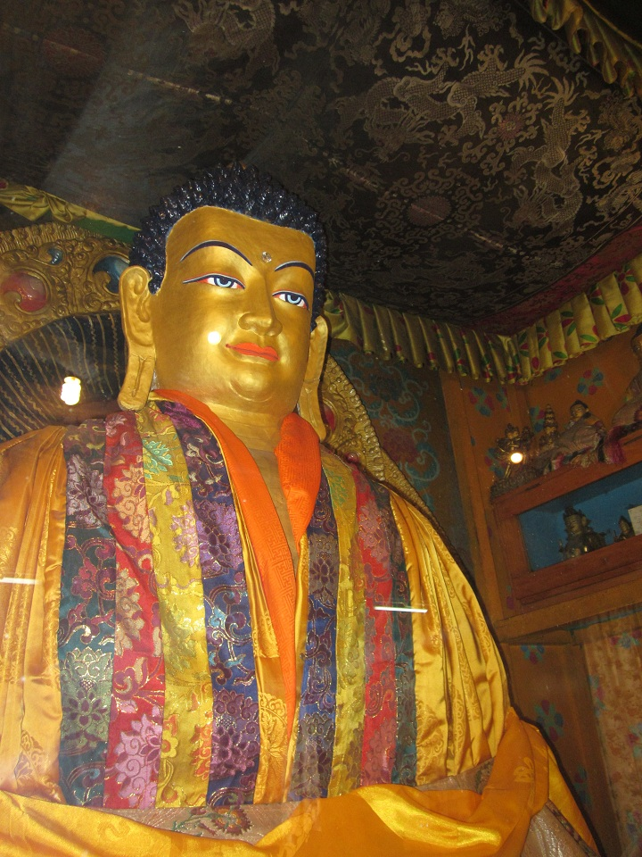 Main image of Shakyamuni Buddha in the prayer hall